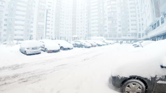 stockvideo's en b-roll-footage met gebouwen bij winter blizzard - watervorm