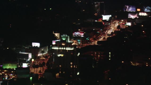 vídeos y material grabado en eventos de stock de aerial buildings, cars, and streetlights illuminated at night along busy district / los angeles, california, united states - formato buzón