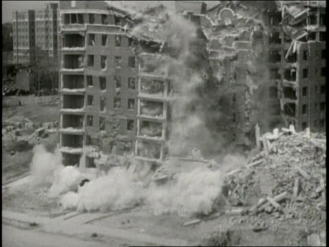 stockvideo's en b-roll-footage met buildings crumble and burn as the earthquake strikes in 1933 southern california - 1933