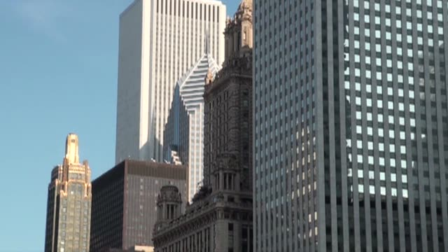 buildings in chicago - fensterfront stock-videos und b-roll-filmmaterial