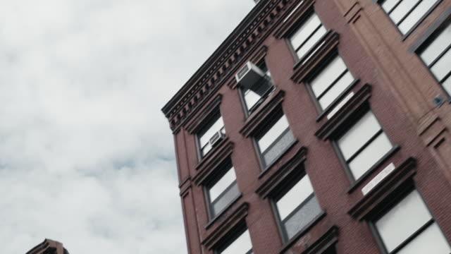 ニューヨーク市の地区の建物 - 非常階段点の映像素材/bロール