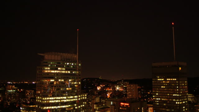 vidéos et rushes de ws of buildings in downtown montreal at night - montreal