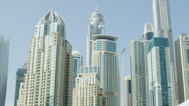 buildings of dubai 21 - vereinigte arabische emirate stock-videos und b-roll-filmmaterial