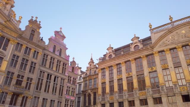 stockvideo's en b-roll-footage met gebouwen van de grote markt, brussel, belgië - stadsplein