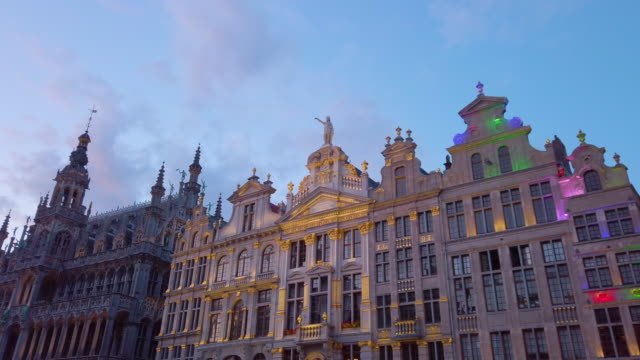 buildings of grand place, brussels, belgium - markt video stock e b–roll