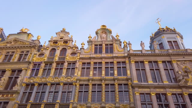 buildings of grand place, brussels, belgium - regione di bruxelles capitale video stock e b–roll