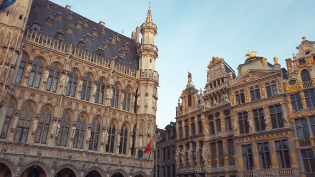 buildings of grand place, brussels, belgium - xvii° secolo video stock e b–roll