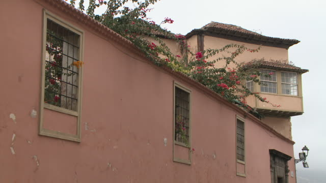 buildings of la orotava in tenerife, spain - erkerfenster stock-videos und b-roll-filmmaterial