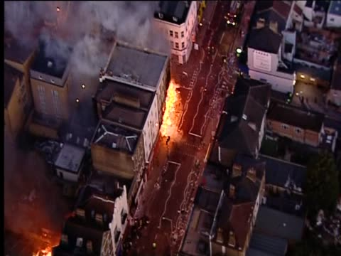 buildings on fire in croydon following riots in the area, august 2011 - ロンドン クロイドン点の映像素材/bロール