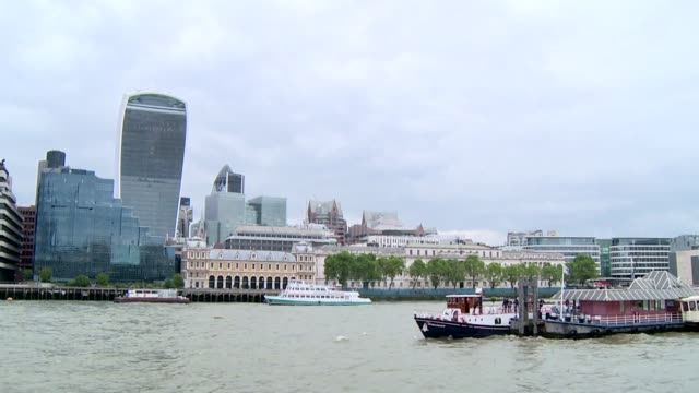 buildings overlooking themes in london - passenger ship stock videos & royalty-free footage