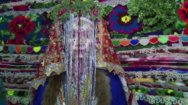 stockvideo's en b-roll-footage met bulgarias pomak community of christians who were converted to islam during ottoman rule are famous for their colourful traditional weddings still... - traditie