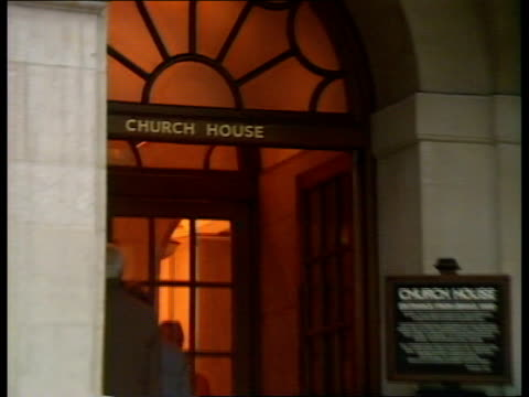 vídeos y material grabado en eventos de stock de london church house ms relatives climb steps to enter building where inquiry to be held zoom in name sign on door lintel intvw sof well we want to... - arquitrabe
