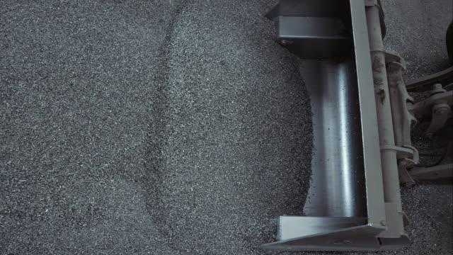Bulldozer laden schop volledig van metaal