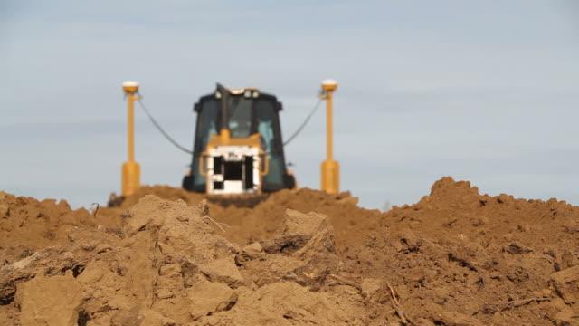 bulldozer pushing dirt - bulldozer stock videos and b-roll footage