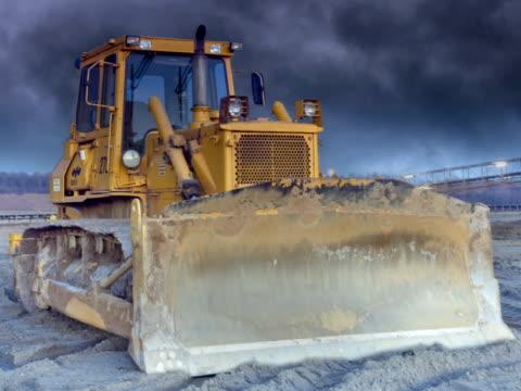 pal: bulldozer - bulldozer stock-videos und b-roll-filmmaterial