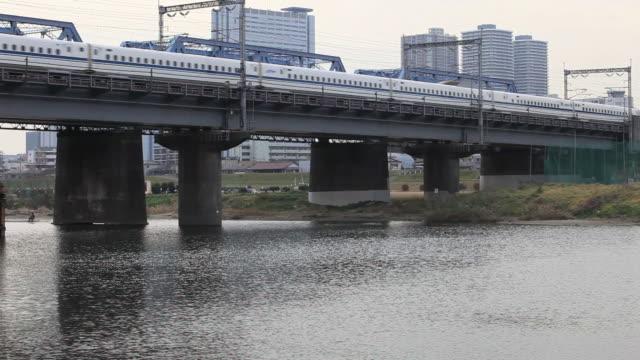 ms bullet train shinkansen passing through iron bridge / tamagawa, tokyo, japan - shinkansen stock videos & royalty-free footage