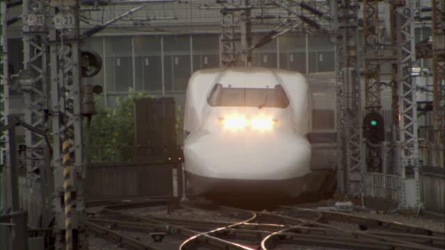 ms cu bullet train shinkansen slowly arriving at station / tokyo, tokyo prefecture, japan - shinkansen stock videos & royalty-free footage