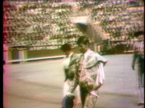 vídeos y material grabado en eventos de stock de bullfighters walk across an arena in celebration of manuel benitez, aka el cordobes. - sport