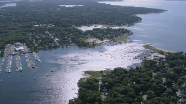 aerial bullock cove on a sunny day / rhode island, united states - ロードアイランド州点の映像素材/bロール