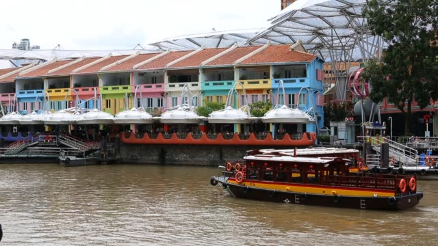 a bumboat makes its way through clarke quay on february 22 2013 in singapore bumboats were traditionally used to transport supplies to larger vessels... - river singapore stock videos & royalty-free footage