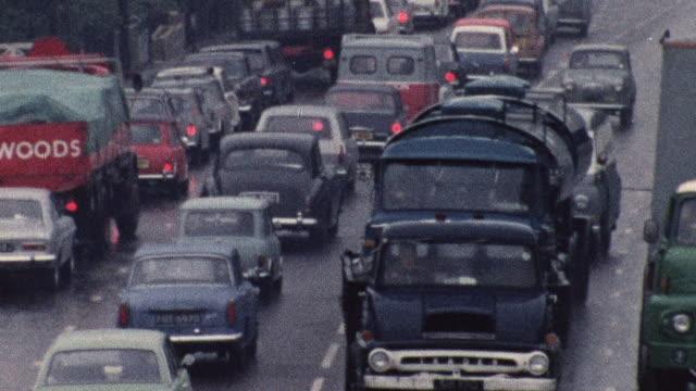 1974 ZO Bumper-to-bumper traffic on busy roads / Southampton, Hampshire, England