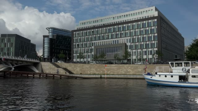 bundespressekonferenz building at kapelle-ufer, spree river, berlin, germany, europe - スプリー川点の映像素材/bロール