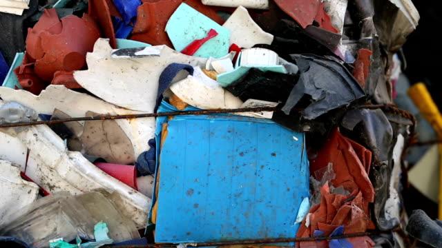vídeos y material grabado en eventos de stock de paquete de plástico de residuos en primer plano de pan - manojo