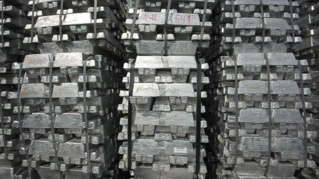 vidéos et rushes de bundles of newly moulded aluminum ingots sit in a storage yard before distribution at the impol seval ad plant in sevojno, serbia, on wednesday, oct.... - serbie
