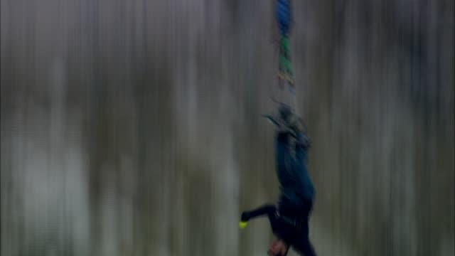 vídeos y material grabado en eventos de stock de a bungee jumper leaps from a high bridge. - puenting