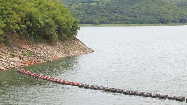 Balise flottante Flotter sur l'eau de barrage d'une centrale hydroélectrique