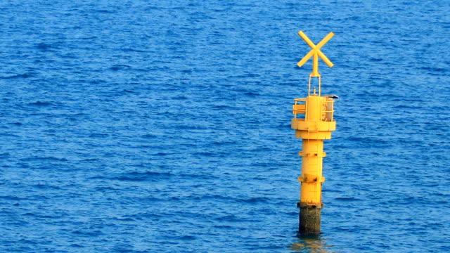 vídeos de stock, filmes e b-roll de bóia  - boia equipamento marítimo de segurança
