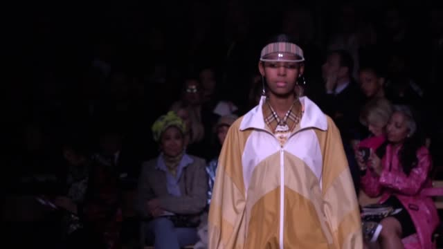 AUDIO Burberry unveil their 2018 London Fashion Week collection in a catwalk show featuring model and actress Cara Delevingne
