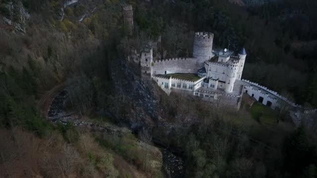 stockvideo's en b-roll-footage met burg hartenstein - berg hartenstein castle in lower austria from above - lower austria