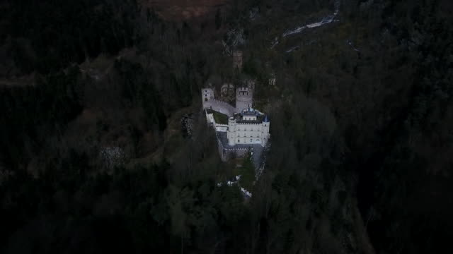 stockvideo's en b-roll-footage met burg hartenstein - burg hartenstein castle in lower austria from above 02 - lower austria