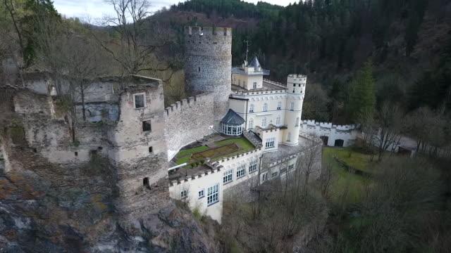 stockvideo's en b-roll-footage met burg hartenstein - burg hartenstein in lower austria from above 05 - lower austria