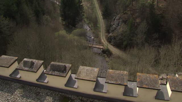 stockvideo's en b-roll-footage met burg hartenstein - garden and surroundings of burg hartestein castle in lower austria - lower austria