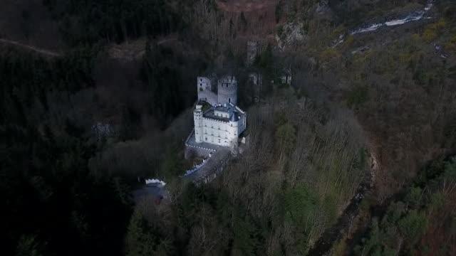 stockvideo's en b-roll-footage met burg hartenstein - moving away from burg hartstein castle in lower austria - lower austria