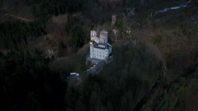 stockvideo's en b-roll-footage met burg hartenstein - moving towards burg hartenstein castle in lower austria 02 - lower austria