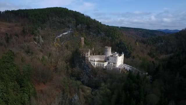 stockvideo's en b-roll-footage met burg hartenstein - moving towards burg hartenstein castle in lower austria 03 - lower austria