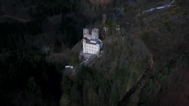 stockvideo's en b-roll-footage met burg hartenstein - moving towards burg hartenstein castle in lower austria - lower austria