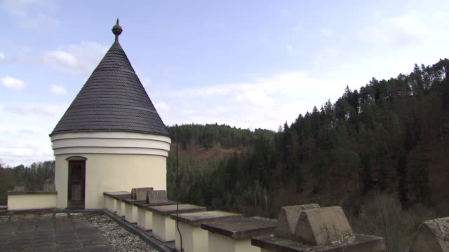 stockvideo's en b-roll-footage met burg hartenstein - on the roof of burg hartestein castle in lower austria - lower austria