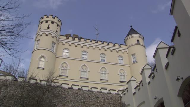 burg hartenstein - side view and tower of burg hartenstein castle in lower austria - österrikisk kultur bildbanksvideor och videomaterial från bakom kulisserna