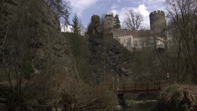 stockvideo's en b-roll-footage met burg hartenstein - surroundings of burg hartestein castle in lower austria - lower austria