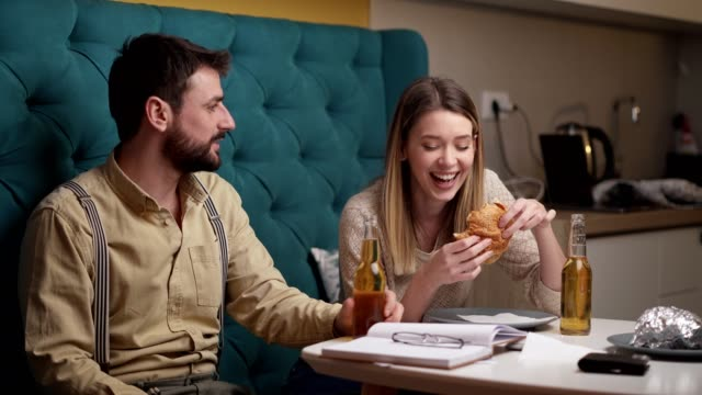 burger, beer and lots og laugh? i call that a perfect date - falling in love stock videos & royalty-free footage