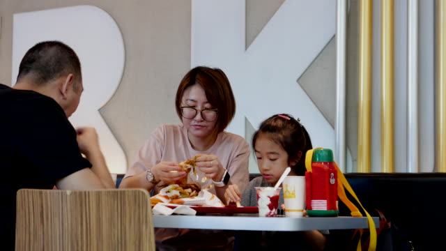 burger king posted an impressive comparable sales growth of 38% higher than the 35% growth anticipated faster expansion and successful delivery... - take away food stock videos & royalty-free footage