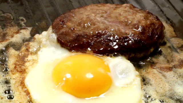 burger with fried egg - human egg stock videos & royalty-free footage