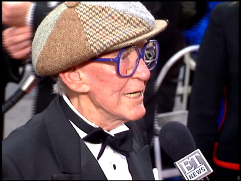 vídeos de stock e filmes b-roll de burgess meredith at the 1996 people's choice awards at universal studios in universal city, california on march 10, 1996. - universal city