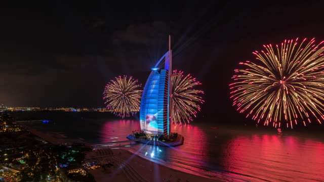 vidéos et rushes de burj al arab national day (united arab emirates) fireworks dubai - dubai