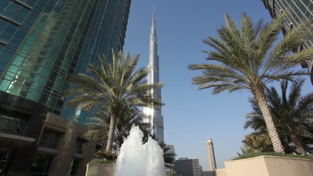 burj khalifa tower, dubai, united arab emirates - burj khalifa stock videos & royalty-free footage