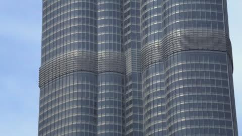 stockvideo's en b-roll-footage met t/l cu zo ws la burj khalifa with skyline / dubai, united arab emirates - 2010